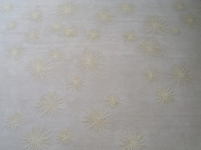 Tapis White Sun par Damien Langlois-Meurinne - The Invisible Collection
